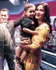 Here's a happy picture of Katrina Kaif and Salman Khan from Bharat promotions. Are you excited for the film? Picture Of Katrina Kaif, Salman Katrina, Instant News, Happy Pictures, King Of Hearts, Salman Khan, Bollywood Stars, Red Carpet Fashion, Promotion