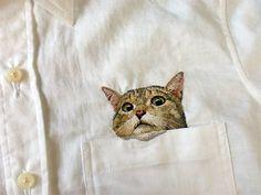 Hiroko Kubota - chemise avec un chat brodé à la main
