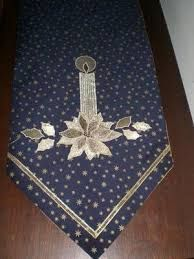 Resultado de imagen para caminos de mesa modernos online Christmas Sewing, Christmas Embroidery, Christmas Projects, Handmade Christmas, Table Runner And Placemats, Quilted Table Runners, Sewing Crafts, Sewing Projects, Fabric Christmas Trees