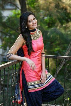 Best women Outfits in 2019 Patiala Dress, Punjabi Salwar Suits, Punjabi Dress, Patiala Salwar, Anarkali Dress, Beautiful Girl Indian, Beautiful Indian Actress, Most Beautiful Women, Beautiful Lips