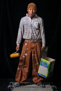 (圖片)建築工地上,身穿燈籠褲的男人們 | Nippon.com Richard Avedon Photography, Worker Boots, Japanese Uniform, Workwear Trousers, Career Wear, Portraits, Construction Worker, Fashion Design Sketches, Future Fashion