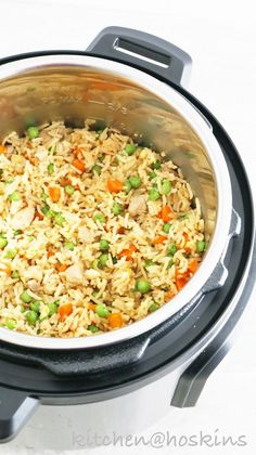Instant Pot Chicken Fried Rice - Kitchen @ Hoskins - - Chinese take-out right in your Instant pot. Packed with chunks of tender chicken, scrambled eggs, carrots and peas, this Instant pot chicken fried rice is easier and healthier. No more take-outs! Instant Pot Pressure Cooker, Pressure Cooker Recipes, Slow Cooker, Pressure Cooking, Pressure Cooker Chicken, Rice Cooker, Beef Recipes, Cooking Recipes, Cooking Tips
