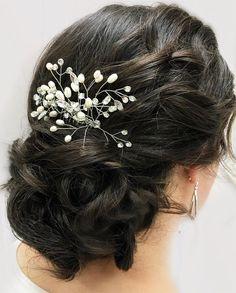 Beautiful bridal updo with pretty hair comb #weddinghair #hairstyle #hairstyles #hairideas #weddingupdo #updohairstyle #elegantweddinghair
