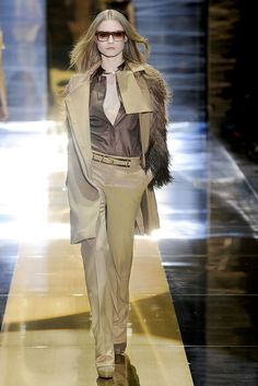 Gucci Fall 2010 Ready-to-Wear Fashion Show - Charlotte di Calypso