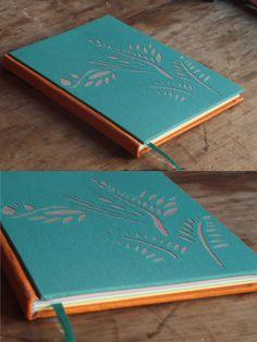 Cuadernos hechos artesanalmente cosidos y encuadernados a mano ♥