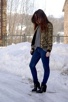 #streetstyle #fashion #myarmyofclothes #blog #outfit #snow #ankleboots #tweedjacket #kenzo #jeans #greysweater #look http://myarmyofclothes.blogspot.com.es/