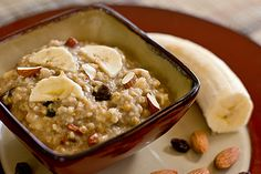 Steel Cut Oats - How to cook them and two recipes for a wonderfully delicious and easy breakfast. Oats Recipes, Real Food Recipes, Great Recipes, Healthy Recipes, Healthy Eats, Healthy Foods, Plant Based Breakfast, Eat Breakfast, Breakfast Recipes