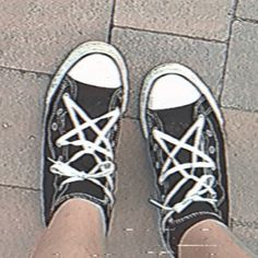 Aesthetic Shoes, Aesthetic Grunge, Aesthetic Clothes, Estilo Grunge, Grunge Goth, Converse, My Vibe, Indie Kids, Chuck Taylor Sneakers