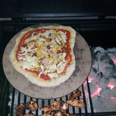 Real stonebaked pizza anyone can do. Cooked on the BBQ #akeencook