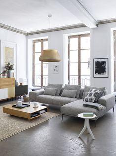 Ce Canapé Invite à La Détente Avec Ses Dimensions Généreuses Et Ses  Accoudoirs Larges Et Confortables