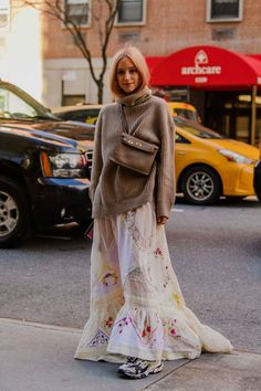 New York Fashion Week Street Style Looks for Fall 2020 - - Tyler Joe shoots the chicest fits of the season. Best Street Style, New York Fashion Week Street Style, Nyfw Street Style, Autumn Street Style, Cool Street Fashion, Street Style Looks, Chic Street Styles, Street Style Dresses, Street Chic