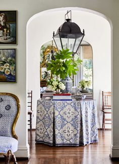 Home Interior Pictures Heather-Chadduck-designer-portfolio.Home Interior Pictures Heather-Chadduck-designer-portfolio Round Entry Table, Entry Tables, Traditional Decor, Traditional House, Foyer Decorating, Interior Decorating, Decorating Ideas, Home Interior, Interior Design