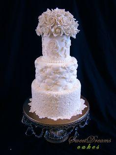 WHITE LASE CAKE