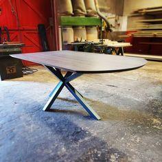 """Henry's House op Instagram: """"Asymmetrische tafels zijn altijd uniek en blijven leuke uitdagingen. Ze onderstrepen ook de voordelen van individueel maatwerk, aangezien…"""" Voordelen Van, Outdoor Furniture, Outdoor Decor, Dining Table, House, Instagram, Home Decor, Decoration Home, Home"""