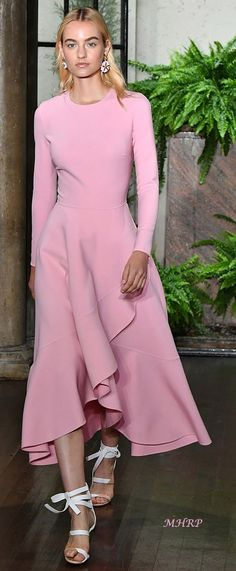 Style is a way to say who you are without having to speak. Pink Fashion, Fashion Show, Fashion Outfits, Womens Fashion, Fashion Design, Fashion Trends, Day Dresses, Dress Outfits, Dress Up