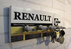 """Accroche clés mural Renault """" mon garage youngtimer"""" par déco bolides : Décorations murales par deco-bolides Spark Plug, Diy Tools, Decoration, Skate, Engine, Upcycle, Home Appliances, Snow, Bar"""