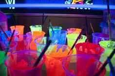 neon cups for a black light party. Is this the makeup? Lights Tumblr, Party Deco, Dark Tumblr, Colorful Drinks, Colorful Food, Blacklight Party, Neon Painting, Neon Party, Retro Party