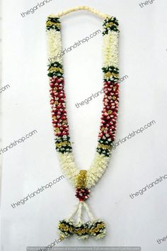 We welcome you to our our website for new ideas on wedding garland & make your special day even more flower full. wedding garland Wedding garland- Tuberose and Rose petal garland Indian Wedding Flowers, Indian Wedding Theme, Flower Garland Wedding, Flower Garlands, Bridal Flowers, Wedding Garlands, Hair Flowers, Desi Wedding Decor, Winter Wedding Decorations