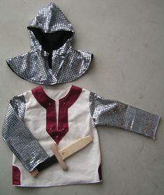 costume de chevalier à partir d'un patron de tunique et d'un autre de capuche