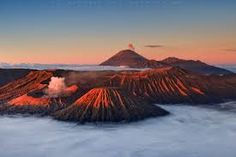 Red smoke billows eerily above Indonesia's Mount Bromo volcano in these spectacular sunrise and sunset shots. Captured by landscape photographer Helminadia Jabur, the vivid colours create a stark cont. Beautiful World, Beautiful Places, Monte Fuji, Smoke Pictures, Red Smoke, Weather Underground, Active Volcano, Beautiful Sunrise, Landscape Art