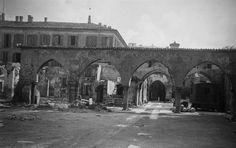 Palazzo Borromeo, situato nella omonima piazza, ha rappresentato uno degli esempi meglio conservati di dimora quattrocentesca milanese.