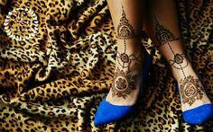 Leg henna is always amazing, especially when is symmetrical Leg Henna, Hand Henna, Hand Tattoos, Stockings, Legs, Amazing, Fashion, Socks, Moda