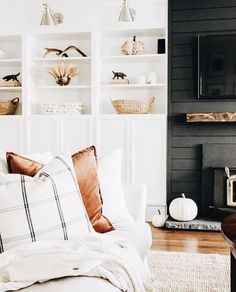 Instagram: @thehavenlist Black Fireplace, Fireplace With Shelves, Fireplace In Dining Room, Living Room Ideas With Fireplace And Tv, Fireplace Tv Wall, Shiplap Fireplace, Paintings In Living Room, Tv In Living Room, Cozy Living Rooms