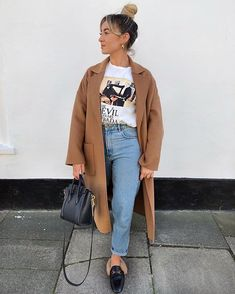 The people who's wall this is are gonna start charging me rent soon. Shoes - Bag - Outfit - linked in bio Fall Winter Outfits, Autumn Winter Fashion, Fashion Fall, Trendy Outfits, Fashion Outfits, Womens Fashion, Mode Ootd, Outfit Invierno, Winter Stil