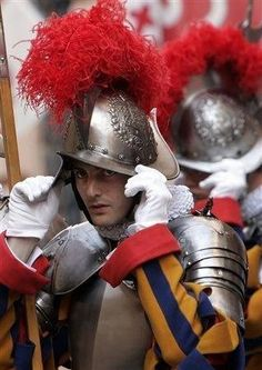 Swiss Guard, Military Figures, Men In Uniform, Sketching, Warriors, Anatomy, Catholic, Mystery, How To Wear