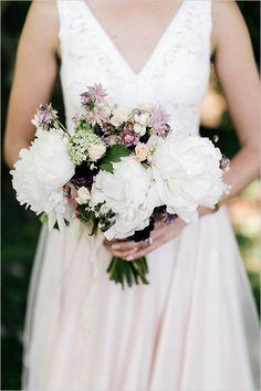 white peony bouquet @weddingchicks