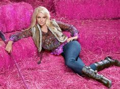 ♥ ♛ Britney Spears ♛ ♔♕☻☽ it's Britney, bitch ♛ Britney Spears - Candies photo shoot. Photo by Mark Liddell. Britney Spears Images, Baby One More Time, Britney Jean, Photoshop, Celebs, Celebrities, Jeans And Boots, Retro Fashion, Casual Outfits