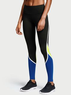 Victoria's Secret Knockout Tights as seen on Alessandra Ambrosio Vs Sport, Sport Wear, Victoria's Secret, Victoria Secret Sport, Running Tights, Gym Wear, Star Fashion, Sport Outfits, Supermodels