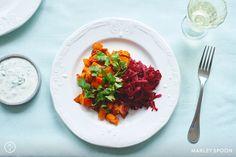 Herbstliche Kürbis-Pfanne mit Rote-Beete-Salat und Limetten-Dip