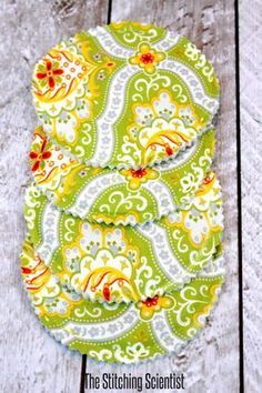 DIY Sewing Projects for the Kitchen - Easy Reversible Drink Coaster - Easy Sewing Tutorials and Patterns for Towels, napkinds, aprons and cool Christmas gifts for friends and family - Rustic, Modern and Creative Home Decor Ideas http://diyjoy.com/diy-sewing-projects-kitchen