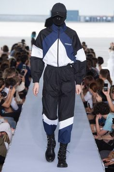 Vetements Spring 2019 Menswear Fashion Show - Vetements Spring 2019 Menswear Fashion Show Vetements Spring 2019 Menswear Collection – Vogue Sport Fashion, Men's Fashion, Fashion Outfits, Fashion Design, Fashion Capsule, Petite Fashion, Curvy Fashion, Fashion Trends, Style Casual