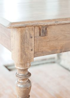 The Farmhouse Table Stain and Finish is part of Stained table - sweet home chicago Paint Furniture, Furniture Projects, Furniture Makeover, Furniture Design, Refinished Furniture, Wood Projects, Furniture Market, Furniture Storage, Furniture Online