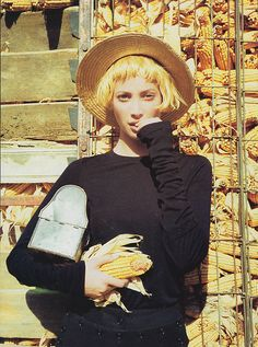 Christy Turlington with yellow hair <3
