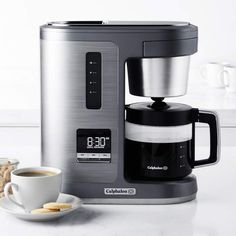 Brew a perfect cup of flavorful coffee with this coffee maker from Calphalon. It features a premium boiling system that extracts full flavor from coffee grounds for a bold brew. Adjust the strength to fit your taste and use the Fresh Brew… Great Coffee, Hot Coffee, Iced Coffee, Coffee Drinks, Coffee Cups, Ninja Coffee, Coffee Tables, Coffee Tin, Tassimo Coffee
