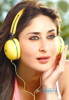 Iball shoot Indian Celebrities, Bollywood Celebrities, Beautiful Celebrities, Beautiful Actresses, Randhir Kapoor, Kareena Kapoor Khan, Indian Bollywood, Bollywood Stars, Best Heroine
