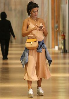 Moda casual: o estilo das famosas em passeios pelo shopping