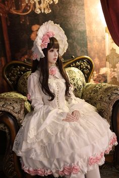 "Kiyohari in sweet lolita. I've noticed that lolita looks have become more simplified. Love it. ""个人主页"""