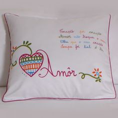 Namorar Portugal - Almofada decorativa Cute Embroidery, Cross Stitch Embroidery, Embroidery Designs, Fluffy Cushions, Cute Cushions, Dyi Pillows, Decorative Pillows, Patch Quilt, Love Craft