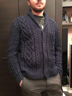 Winter Cardigan Outfit, Cardigan Outfits, Men Sweater, Knitting, Grey, Sweaters, Fashion, Bedroom Cabinets, Gray
