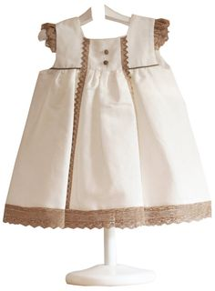 Vestido lino - demelocoton.com; this would be a cute style to use some vintage trim