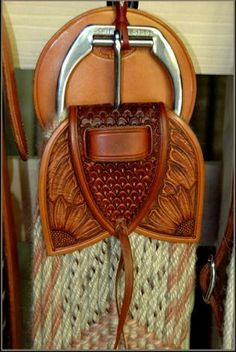 Pretty!!! ... Sage Creek Saddles ... I use mohair cinches ... not a blend with wool or rayon, 100% mohair ... was lookin' at Copper Canyon Cinches n like 'em