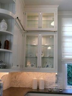 Love the brackets under upper cabinets...