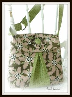 Inside there are lots of pockets including an easy-to-install zipper pocket.  There is an adjustable handle and lots of room for creativity.  There are two sizes and two styles included.    Get the Pattern ♥    Amy Butler Daisy Chain Sweet Jasmine Fabric
