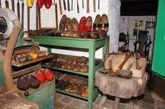 clugs maker shop / Klompenmakerwerkplaats  (museum ' Bachten de Kupe' Izenberge)
