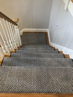 Trendy Black Stairs With Runner London Ideas Hallway Wall Colors, Bedroom Carpet Colors, Staircase Carpet Runner, Black Stairs, Stair Well, Building Stairs, Hallway Designs, Wooden Stairs, Interior Stairs