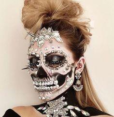 Skull make-up... @rt&misi@.